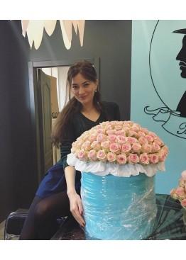 101 лавандовая роза в шляпной коробке